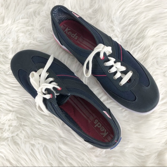 Keds 9.5 dark blue slip on lace up sneakers EUC